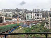 滨江路 电梯房 82平米 租金1300 家具家电齐全 停车方便