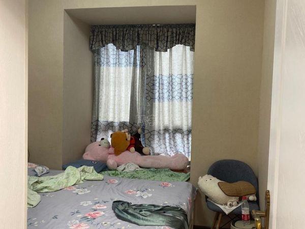 温泉城街面三房,装修好,家电齐全,拎包入住,出门就是美食一条街!