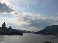 滨江路洋房正看两江交会处,视野一流,大4室双卫带衣帽间大阳台